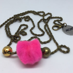 collar-mask ArtSkat PACK uno cadena bronce pompón fucsia