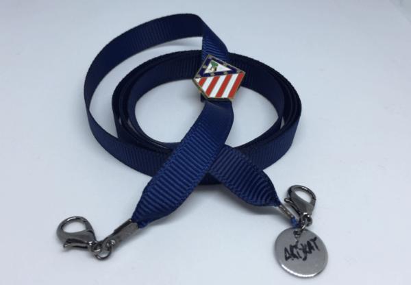 Pin ArtSkat del Atlético de Madrid con cinta azul